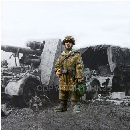 German soldier carrying a minen