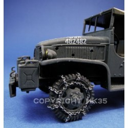 Front wheels equipped of chains for Atlas or Eaglemoss GMC